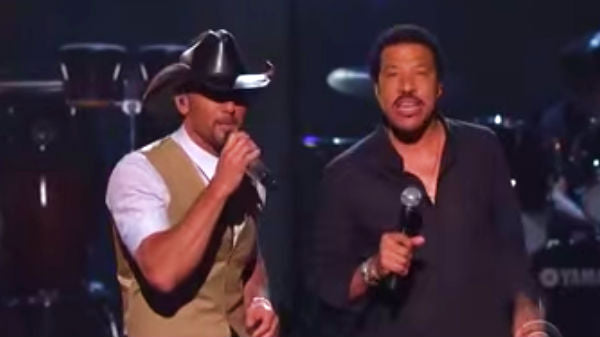 Tim mcgraw Songs | Tim McGraw and Lionel Richie - Sail On (WATCH) | Country Music Videos