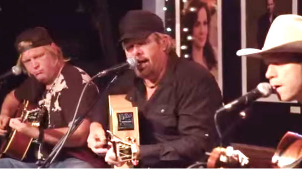 Toby keith Songs | Toby Keith - Clancy's Tavern (Live) | Country Music Videos