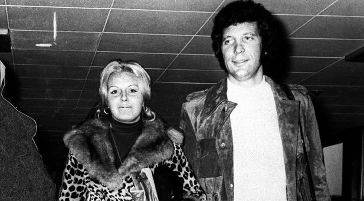 Tom jones Songs | Legendary Singer's Wife Loses Cancer Battle At 75 | Country Music Videos