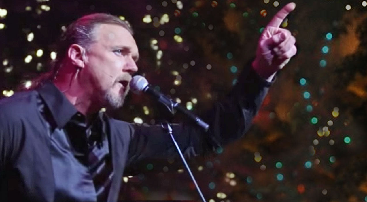 Trace adkins Songs | Trace Adkins Delivers Christmas Miracle With Heavenly 'We Three Kings' Performance | Country Music Videos