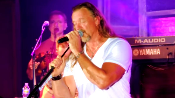 Trace adkins Songs | Trace Adkins - I Can't Make You Love Me (Live) | Country Music Videos