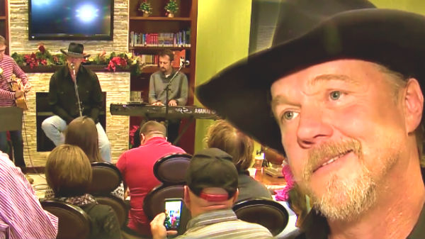 Trace adkins Songs | Trace Adkins Gives A Christmas Surprise To Veterans (VIDEO) | Country Music Videos