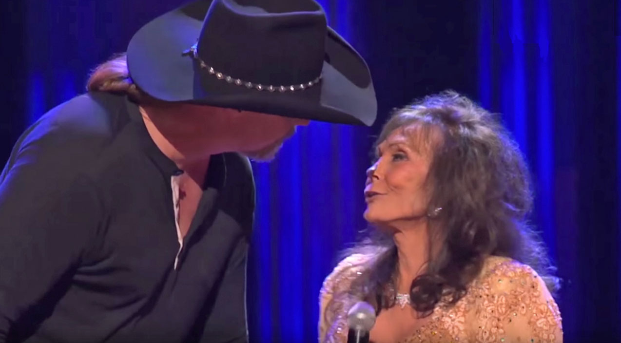 Trace adkins Songs | Loretta Lynn And Trace Adkins Share A Sweet, Innocent Kiss On Stage, And It's The Cutest Thing You'll See All Day! | Country Music Videos