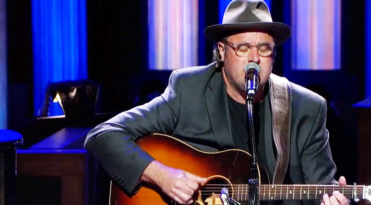 Vince gill Songs | Vince Gill's Broken Heart Pieced Back Together With Handwritten Tribute To Merle Haggard | Country Music Videos