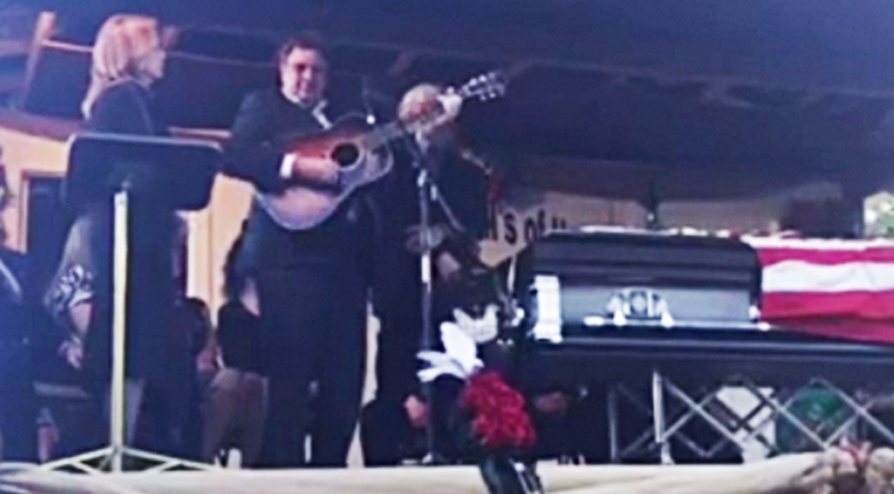 Vince gill Songs | Vince Gill Delivers Emotional 'Go Rest High' Tribute At Funeral Of Ralph Stanley | Country Music Videos