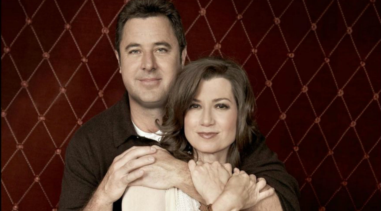 Vince gill Songs | Hear Vince Gill & Amy Grant Sing 'Tennessee Christmas' Years Before Getting Married | Country Music Videos