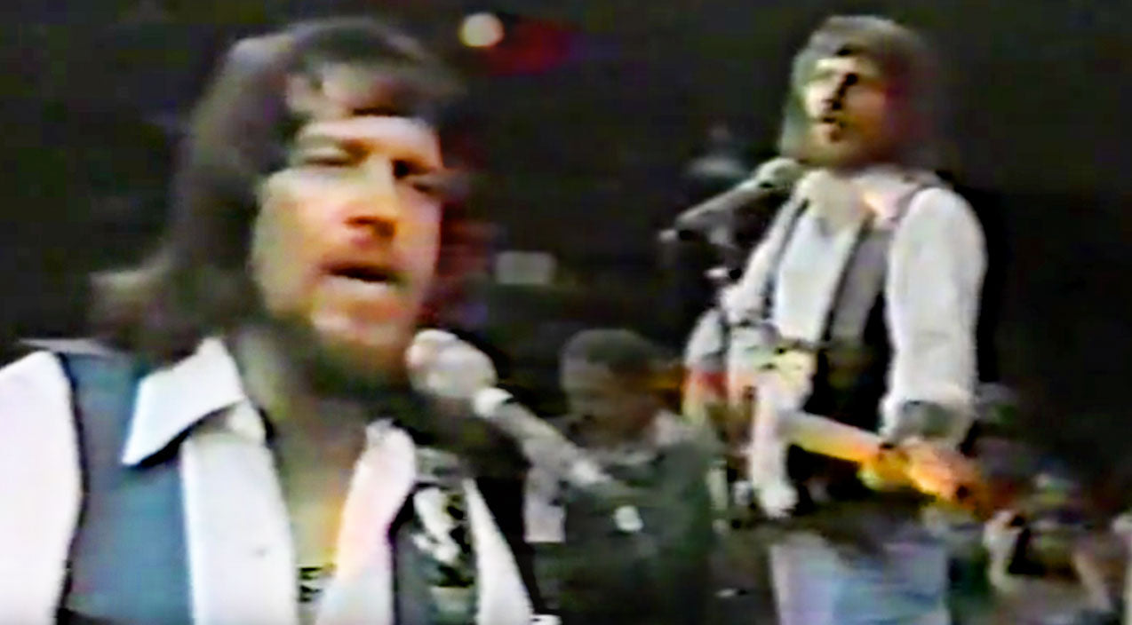 Waylon jennings Songs | Waylon Jennings' 1975 'Midnight Rider' Cover Will Make You Think You're Dreaming | Country Music Videos