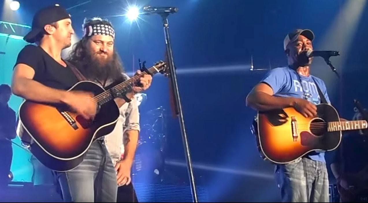 Duck dynasty Songs | Willie Robertson Joins Luke Bryan For A High-Energy Performance Of 'Wagon Wheel' | Country Music Videos