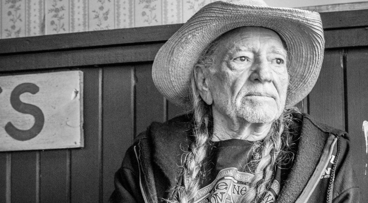 Willie nelson Songs | 4-Year Old Girl Looks To Willie Nelson For Healing With His Soulful Music | Country Music Videos