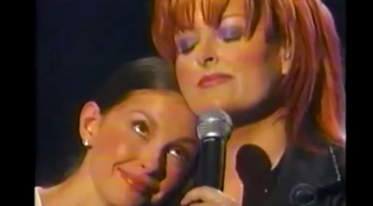 Wynonna judd Songs | Ashley Judd Fights Back Tears As Big Sister Wynonna Sings Heartfelt Ballad | Country Music Videos