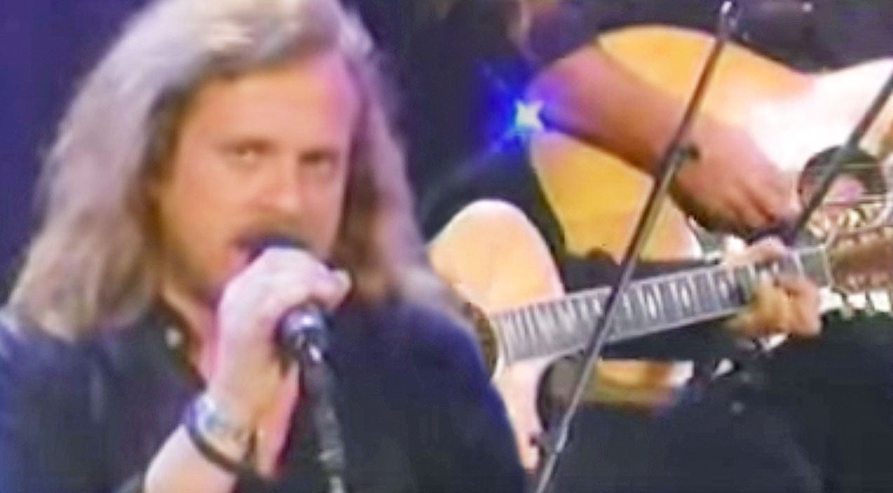 Lynyrd skynyrd Songs | Get Your Daily Dose Of Skynyrd With This Semi-Acoustic Performance Of 'Travelin' Man' | Country Music Videos