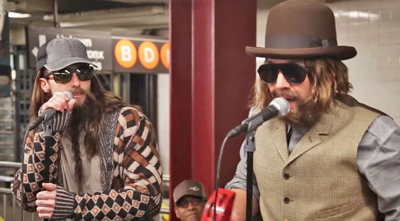 Queen Songs | Adam Levine Looks Unrecognizable While Singing Classic Queen Song In New York Subway | Country Music Videos