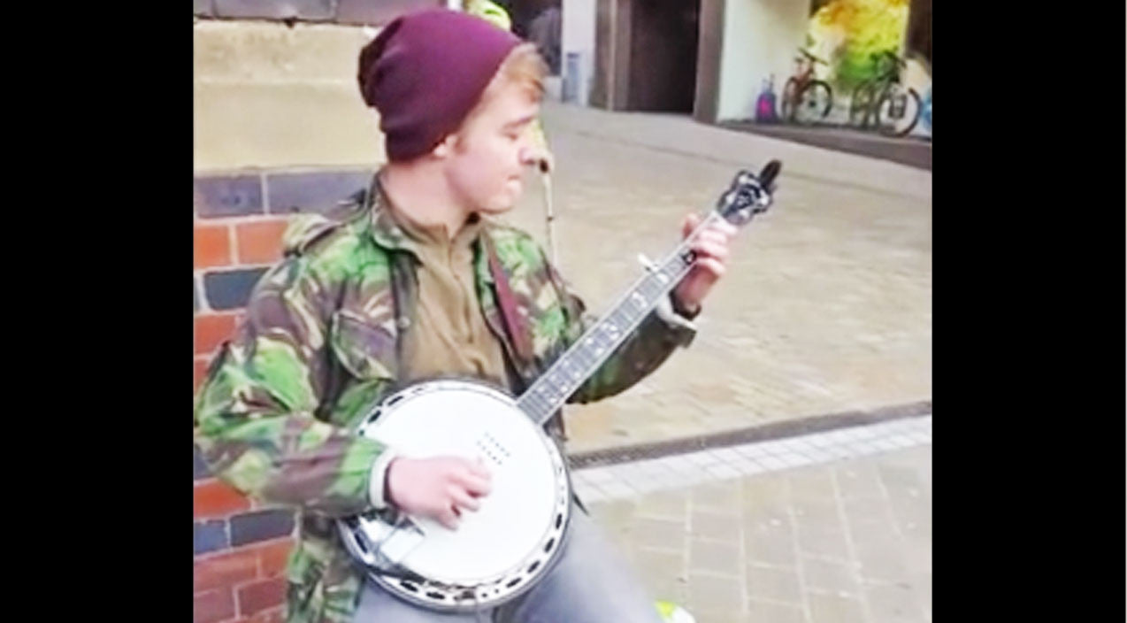 Young Street Artist Stuns With Killer 'Dueling Banjos' Cover | Country Music Videos