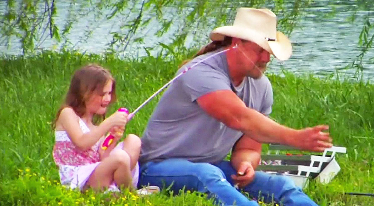 Trace adkins Songs | Go Behind The Scenes Of Trace Adkins' Heartwarming Father-Daughter Video For 'Just Fishin'' | Country Music Videos