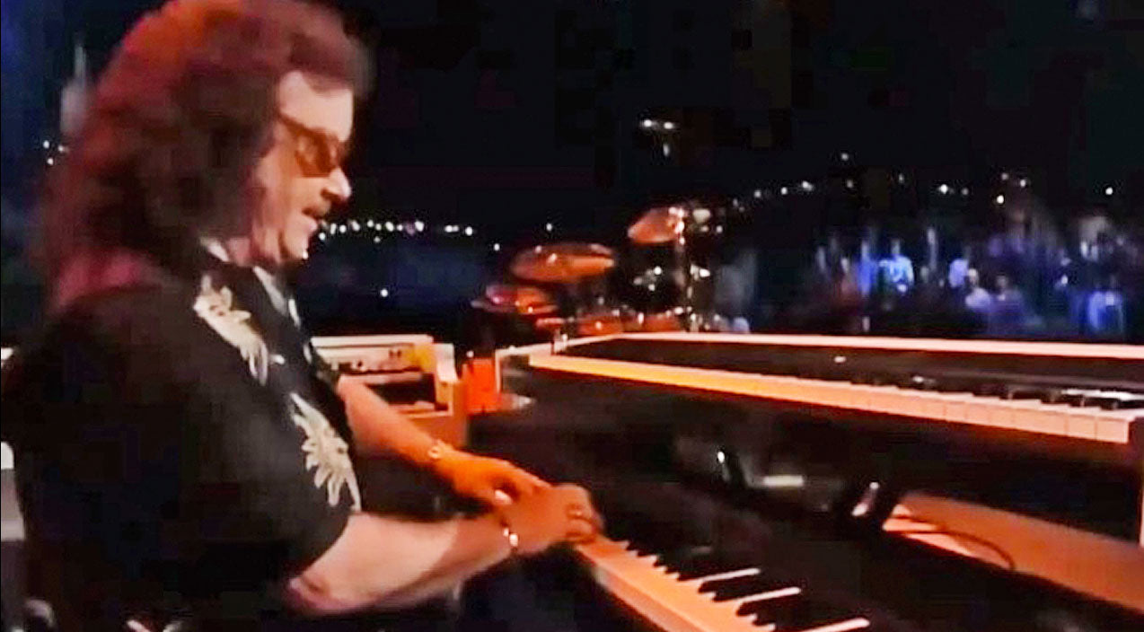 Lynyrd skynyrd Songs | Billy Powell's Majestic Improv Piano Solo Will Leave You At A Loss For Words | Country Music Videos