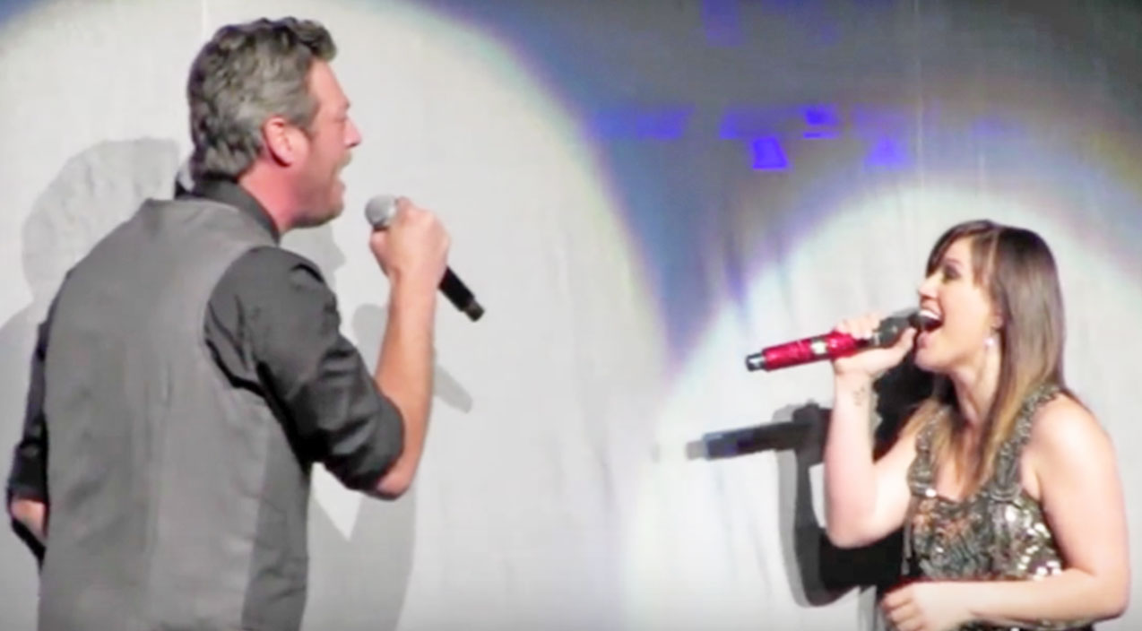 Kelly clarkson Songs | Blake Shelton Joins Kelly Clarkson For Sensational 'Don't You Wanna Stay' Duet | Country Music Videos