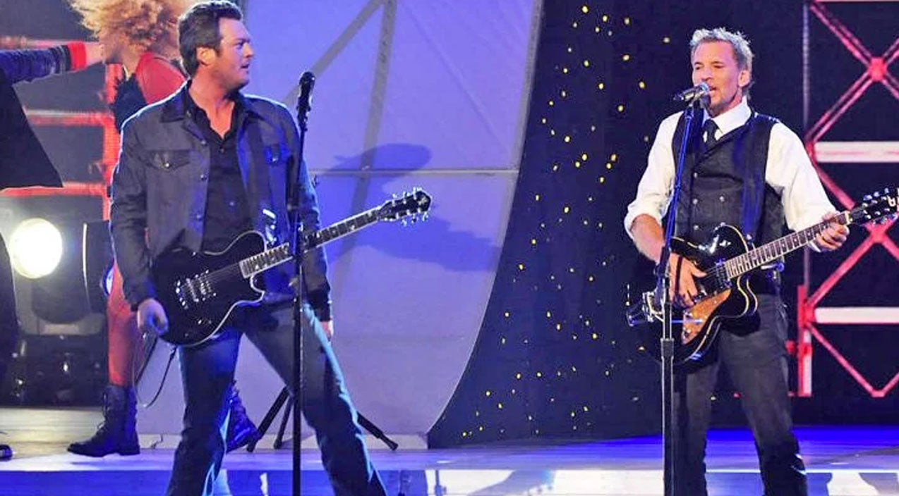 Kenny loggins Songs | Blake Shelton And Kenny Loggins Rock The CMAs In Surprise 'Footloose' Duet | Country Music Videos