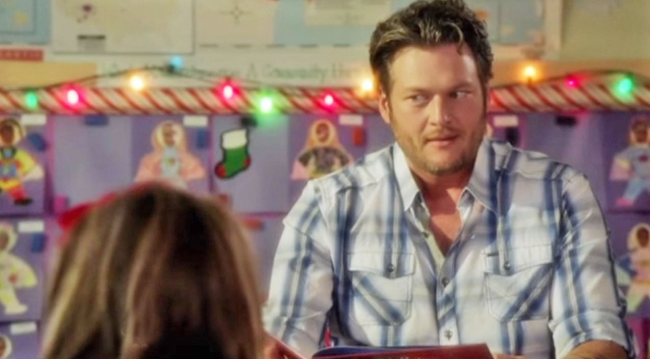 Blake shelton Songs | Blake Shelton Hysterically Flips Out While Reading 'The Night Before Christmas' | Country Music Videos
