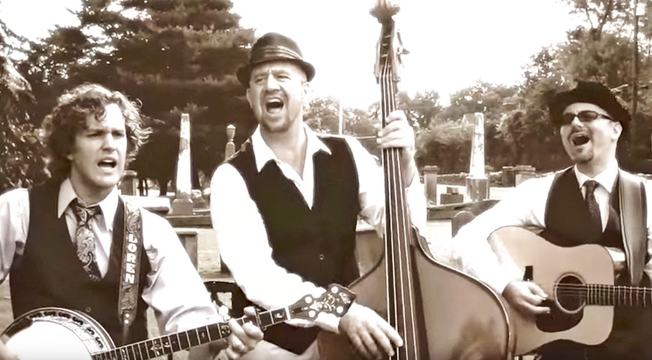 Group Transforms One Of Music's Spookiest Tunes Into A Bluegrass Masterpiece | Country Music Videos