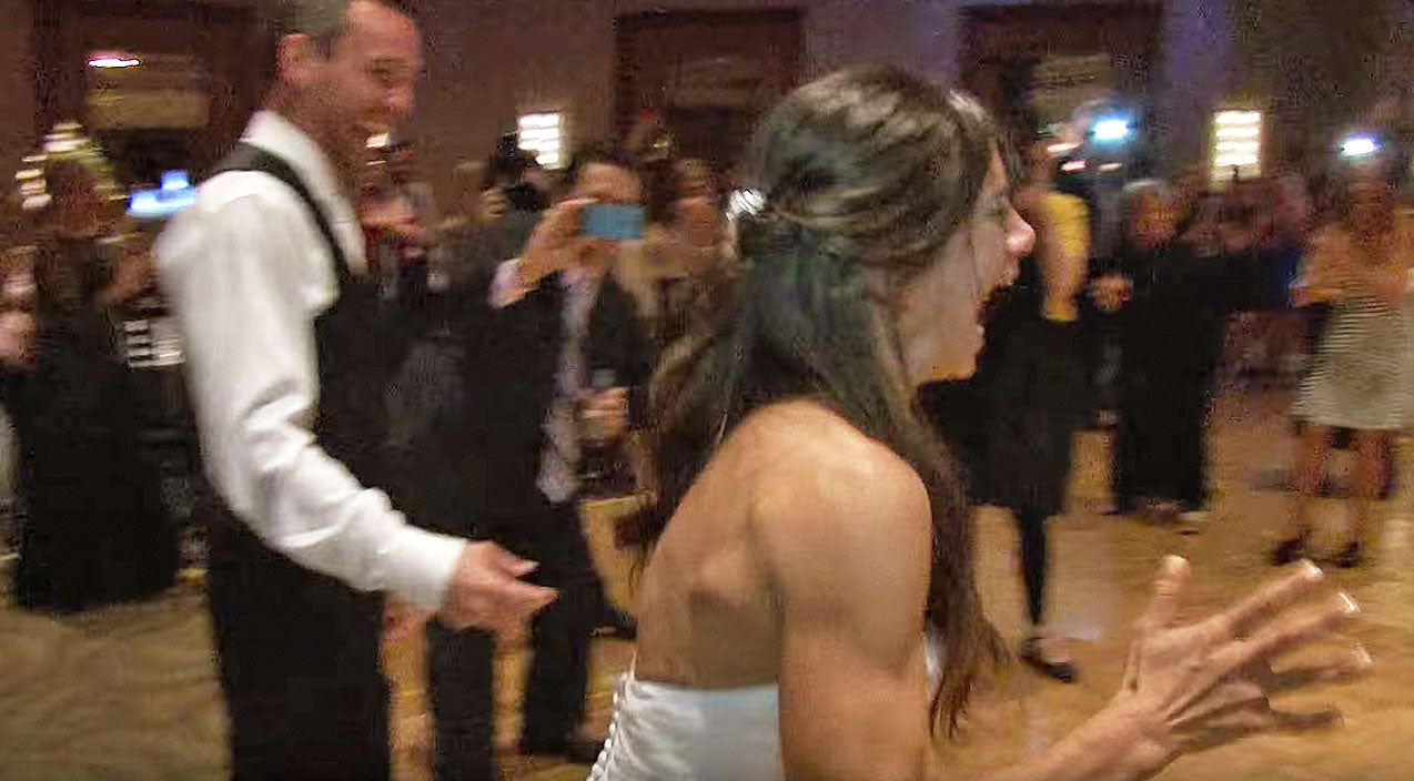 Viral content Songs | Bride Loses Her Mind When Guests Give Surprise Kelly Clarkson Flash Mob | Country Music Videos