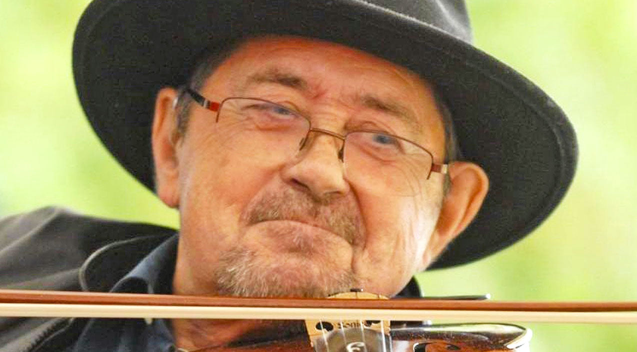 Legendary Folk Singer & Fiddler Dies At 75 | Country Music Videos