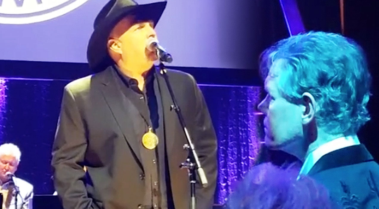 Garth brooks Songs | Garth Brooks Graces Randy Travis With Chilling Tribute Of 'Three Wooden Crosses' | Country Music Videos