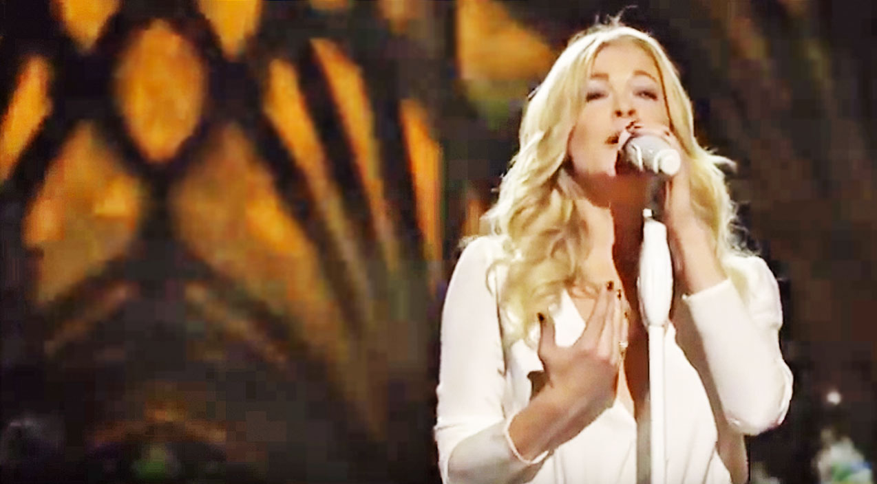 Leann rimes Songs | LeAnn Rimes Stuns With Glorious Rendition Of 'Carol Of The Bells' | Country Music Videos