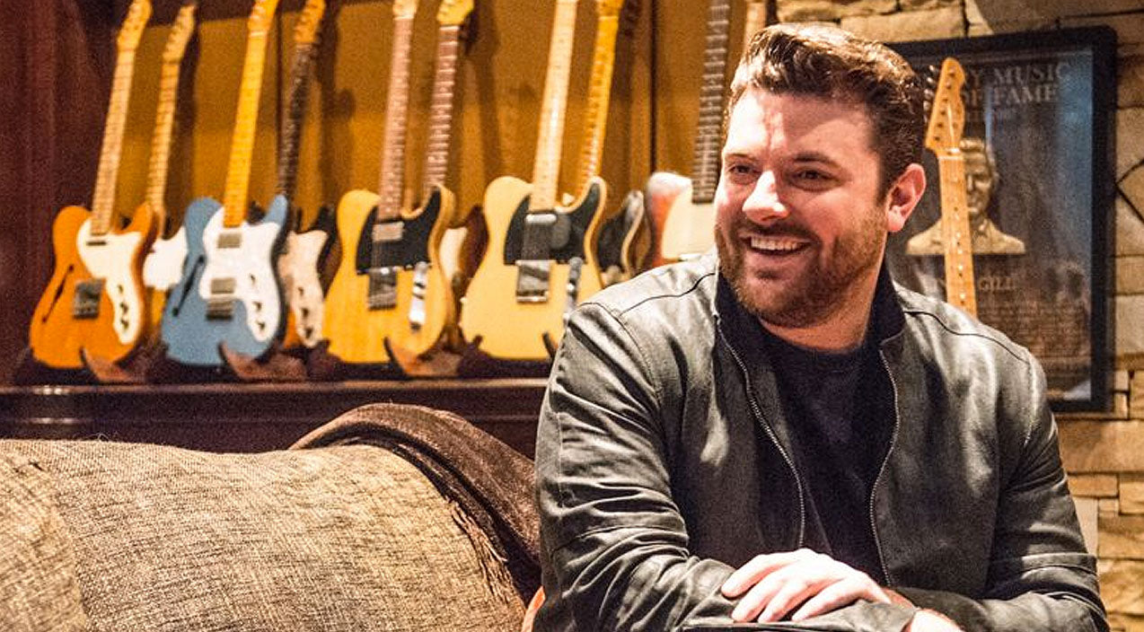 Chris young Songs | Chris Young Leaves Huge Tip For Bartender, You Won't Believe What He Wrote On The Receipt | Country Music Videos