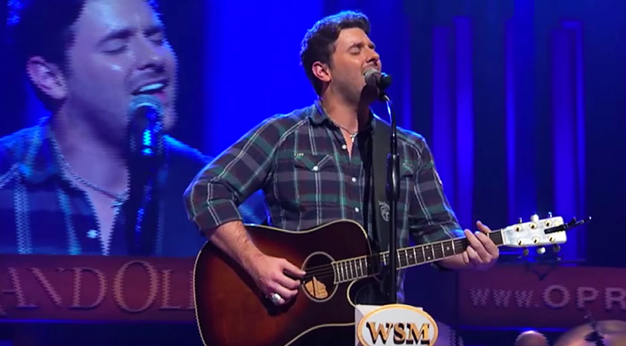Keith whitley Songs | Chris Young Stuns With Keith Whitley Tribute, 'Don't Close Your Eyes' | Country Music Videos