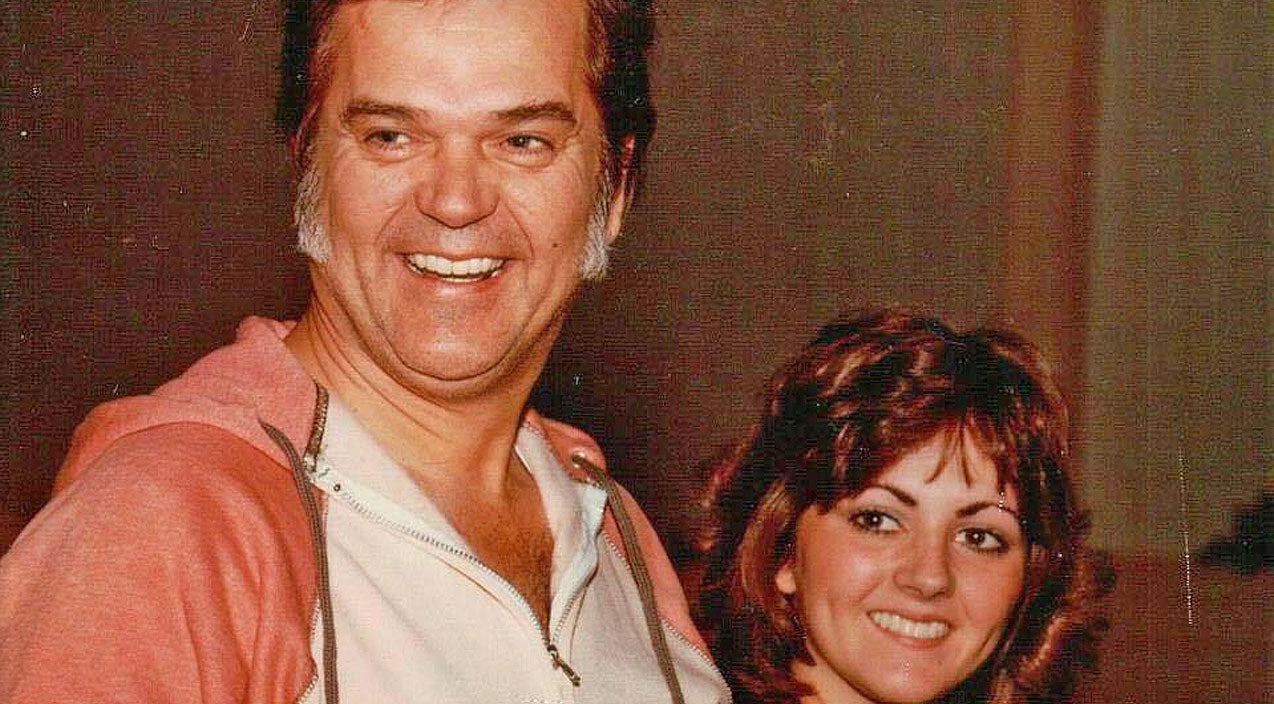 Kathy twitty Songs | Conway Twitty's Daughter Keeps His Legacy Alive With 'Linda On My Mind' | Country Music Videos