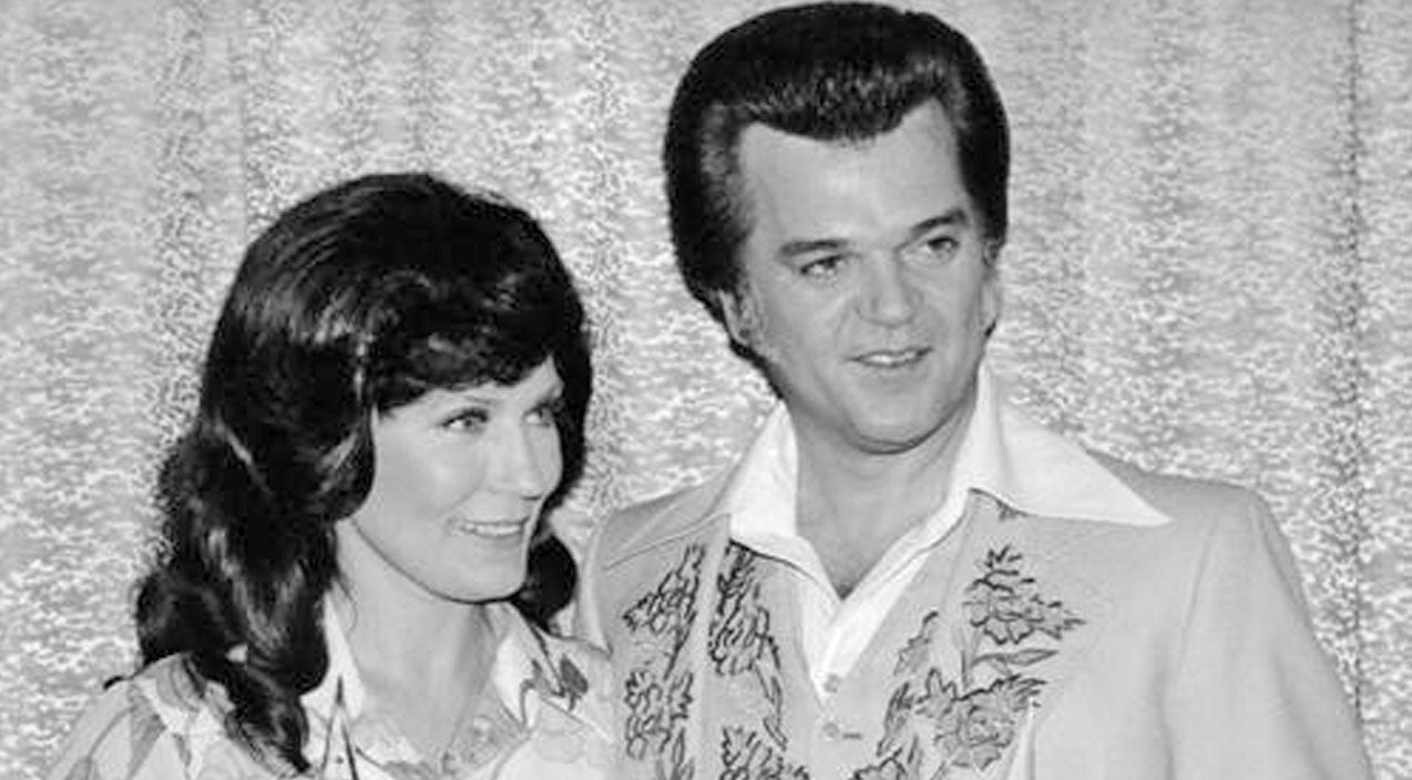 Loretta lynn Songs | How Conway Met Loretta! (VIDEO) | Country Music Videos