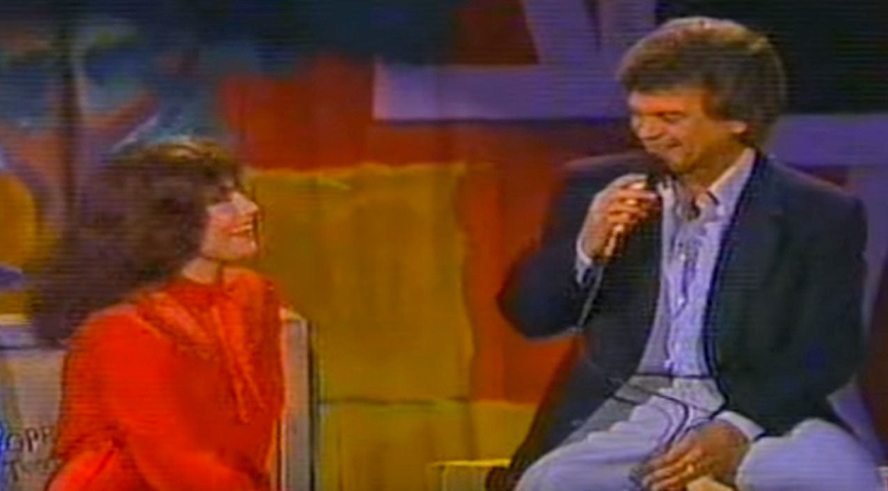 Loretta lynn Songs | Loretta Lynn Is All Smiles As Conway Twitty Serenades Her With 'Hello Darlin'' | Country Music Videos