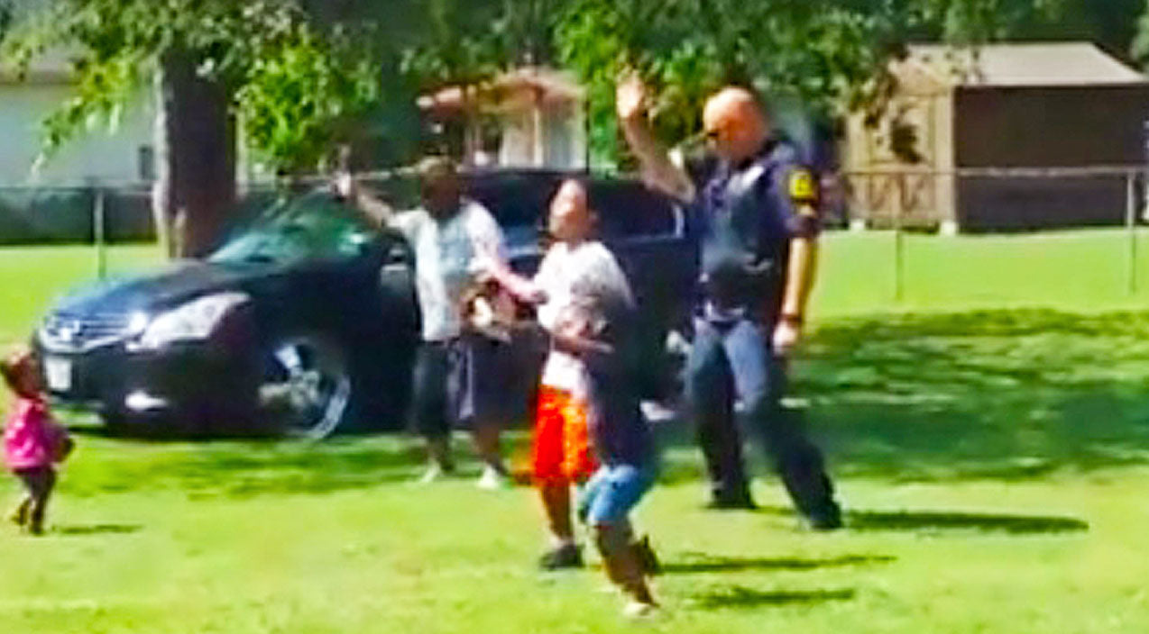 Texas Cop Breaks It Down To Latest Dance Craze With Neighborhood Kids | Country Music Videos