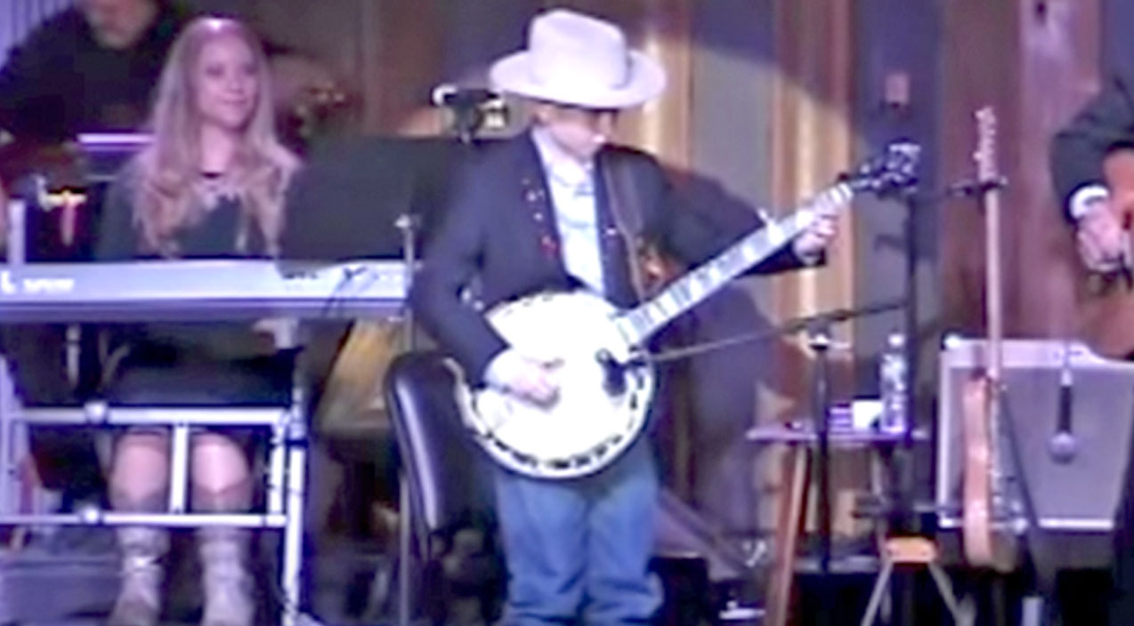 Lester flatt Songs | Talented Country Boy Shows Off Insane Banjo Pickin' Skills With 'Foggy Mountain Breakdown' | Country Music Videos