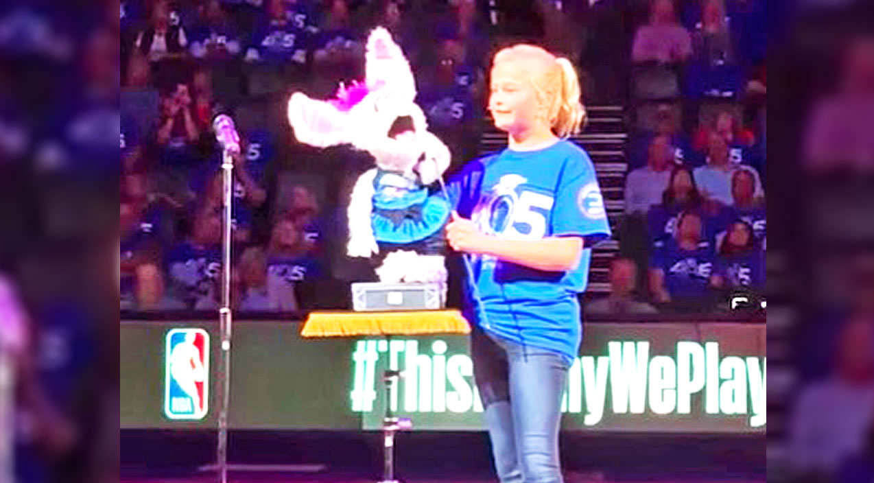 Darci lynne farmer Songs | Darci Lynne Treats Sports Fans To Delightful Puppet Performance & Two Magical Songs | Country Music Videos
