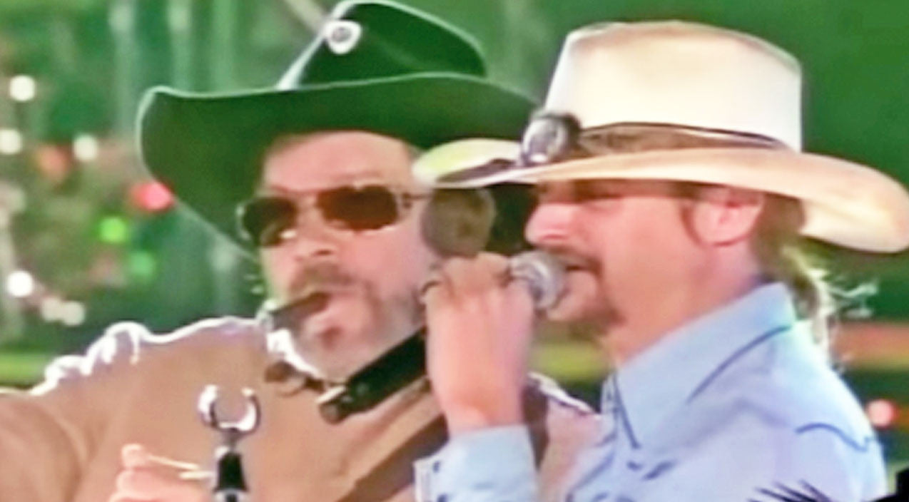 Kid rock Songs | Kid Rock Joins Hank Williams Jr. For Explosive 'Dixie On My Mind' Performance | Country Music Videos