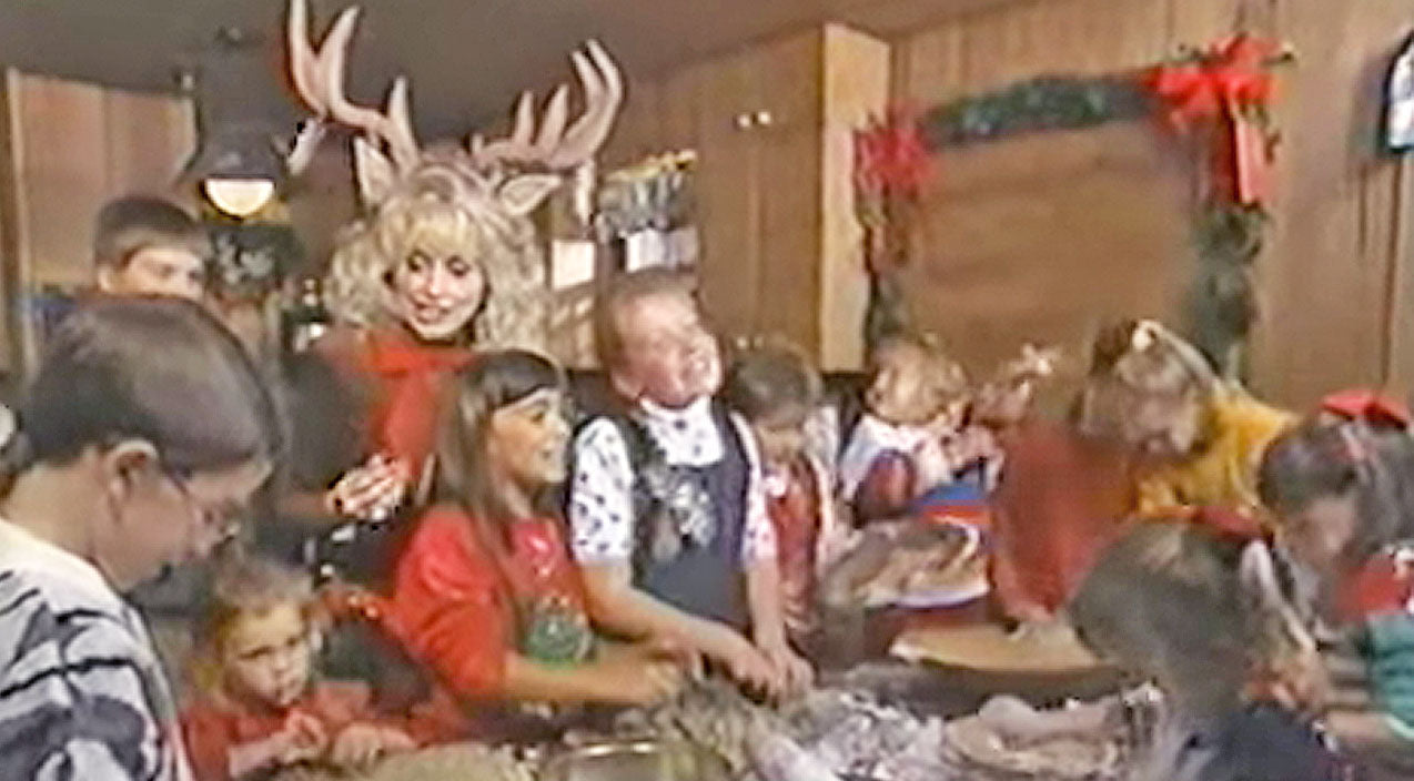 Dolly parton Songs | Dolly Parton Sings 'Rudolph The Red-Nosed Reindeer' With Her Nieces and Nephews | Country Music Videos