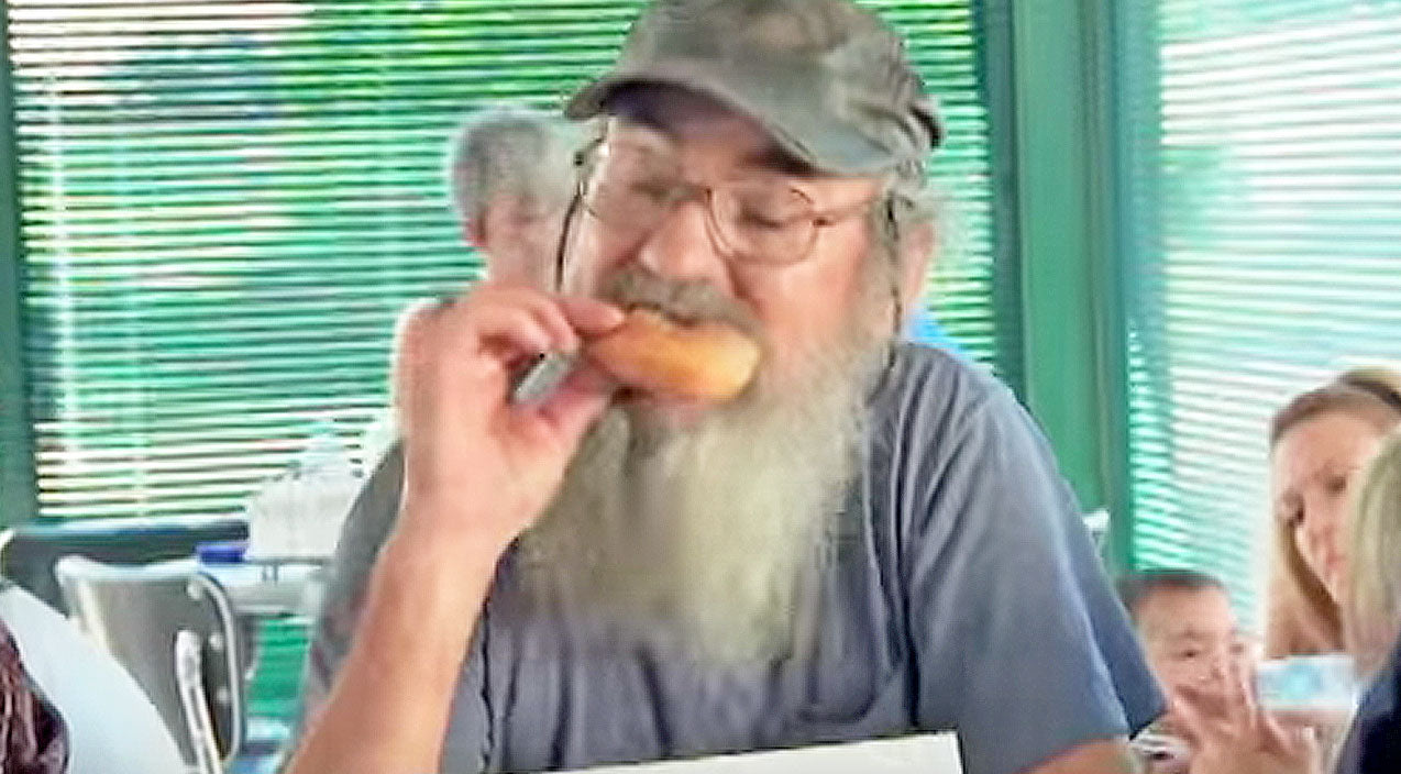 2. When Uncle Si Won A Donut Eating Contest | Country Music Videos