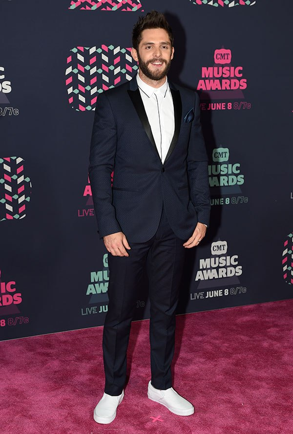 The 7 Best-Dressed Superstars At The 2016 CMT Awards (5/7) | Country Music Videos