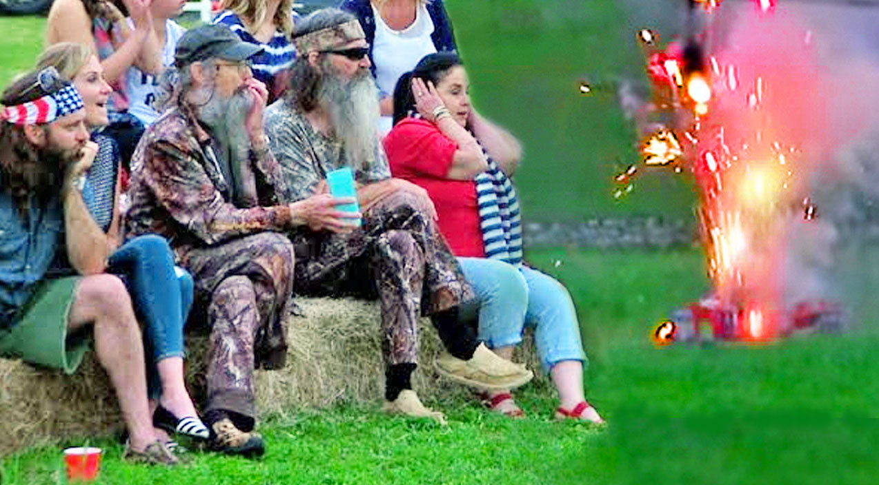 Jase's Fireworks Show On The Fourth Of July Doesn't Go As Planned (And It's Hilarious!) | Country Music Videos
