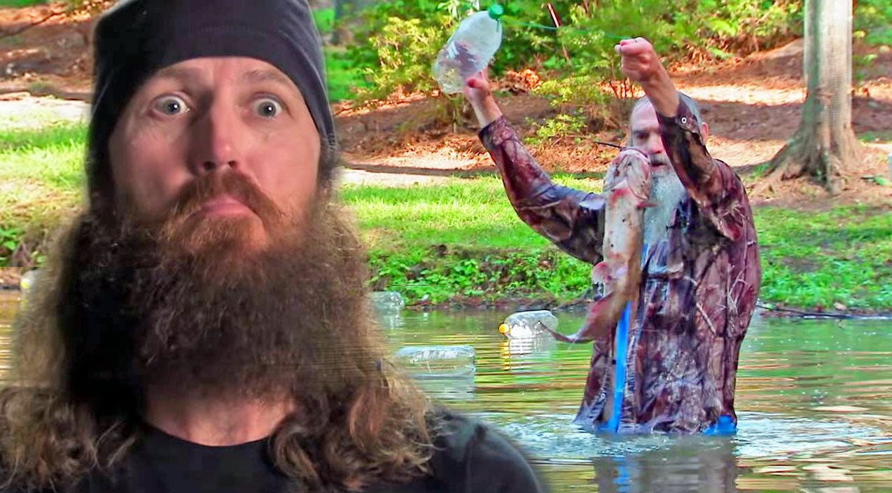 Uncle Si Teaches The Kids How To Jug Fish And It's Hilarious! | Country Music Videos