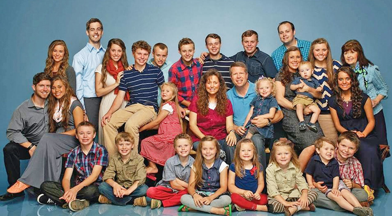 The Duggar Family Resumes Filming 7 Months After TV Show Cancellation | Country Music Videos