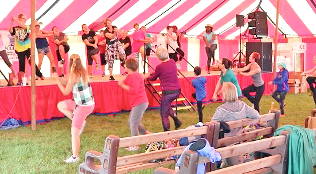 Workout Group Gets County Fair Goers Up & Moving With Line Dance To Trace's Swingin' Hit | Country Music Videos