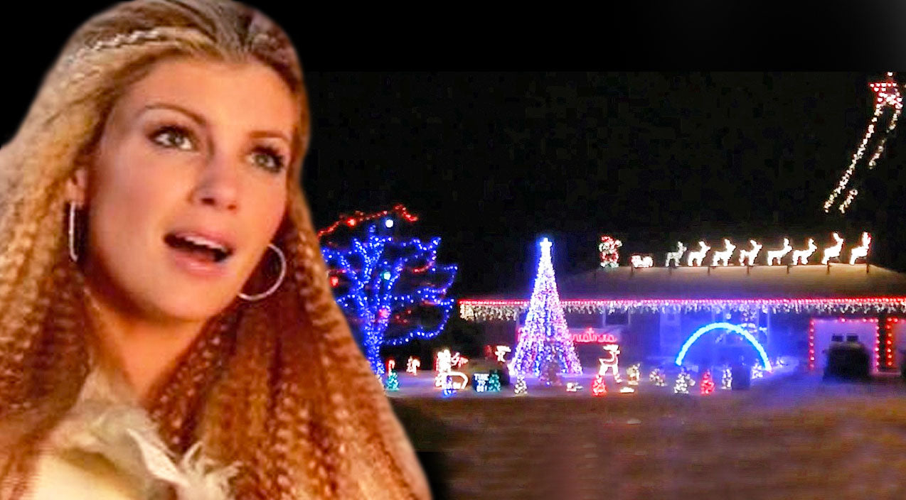 Modern country Songs | Family Syncs Christmas Lights In Dazzling Dance To Faith Hill's Christmas Classic | Country Music Videos