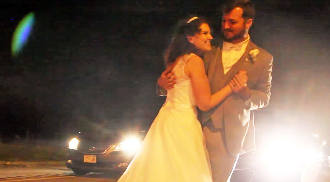 Viral content Songs | Newlyweds Powerfully Join Arms In Emotional First Dance During Traffic Jam | Country Music Videos
