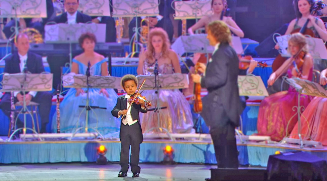 Adorable 5-Year-Old Steps On Stage, And Out Performs The Entire Orchestra | Country Music Videos