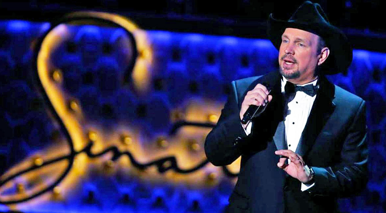 Garth brooks Songs | Garth Brooks Celebrates Frank Sinatra With Rousing Rendition Of 'The Lady Is A Tramp' | Country Music Videos