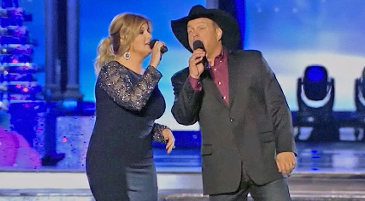 Trisha yearwood Songs | Garth Brooks And Trisha Yearwood Kick Off Christmas Season With A Very Merry Holiday Classic | Country Music Videos