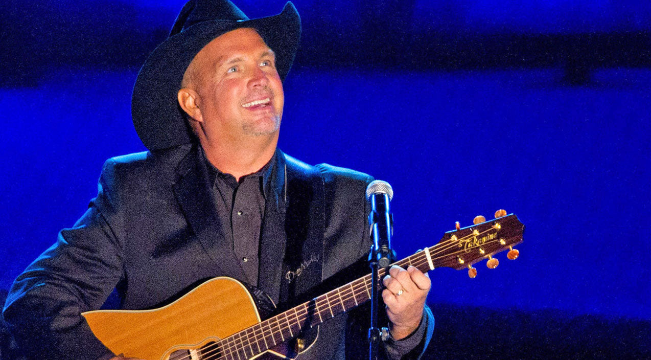 Garth brooks Songs | Garth Brooks Captivates The Audience With Performance Of #1 Hit 'Unanswered Prayers' | Country Music Videos