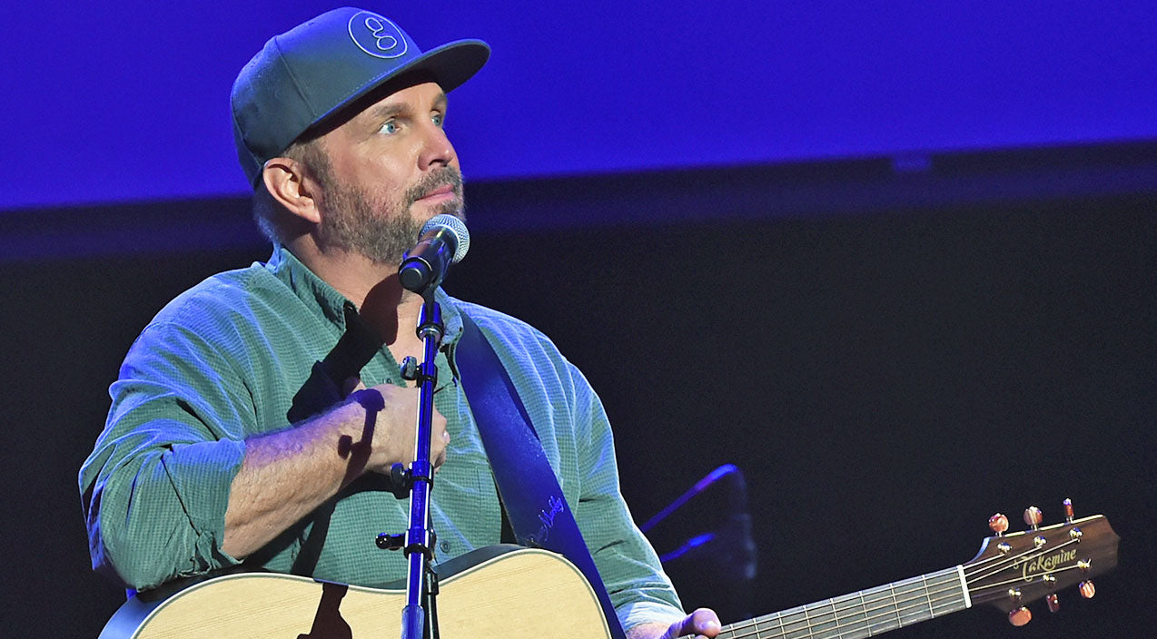 Garth brooks Songs   Garth Brooks Pays Tribute To Las Vegas Victims In Special Way During Concert   Country Music Videos